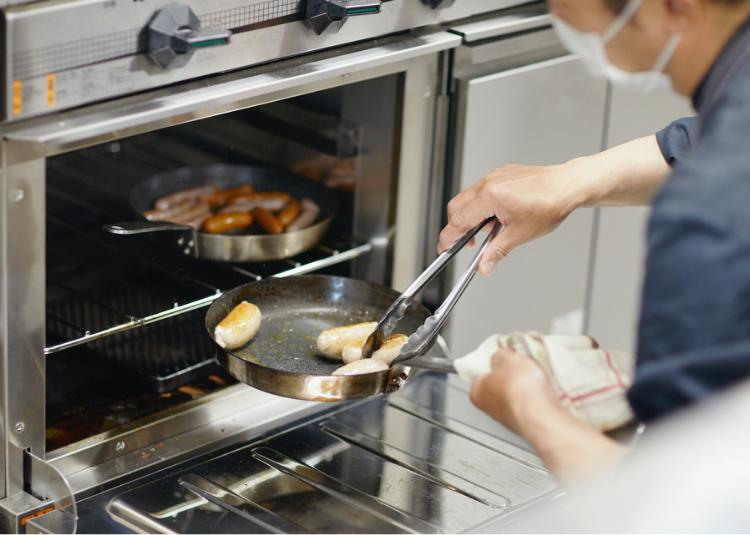 自家製パンは生地から捏ねて焼き上げる